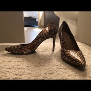Donald Pliner gold/brown pumps